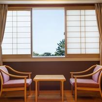 【和室】窓からの景色を眺めながらごゆっくりお寛ぎください