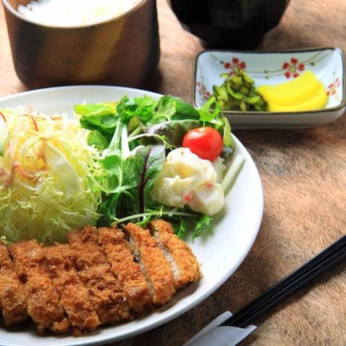 【夕食レストラン花々亭】とんかつ定食 ※写真とは異なる場合がございます。