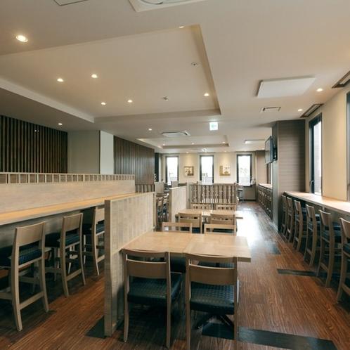 1階レストランは全77席。