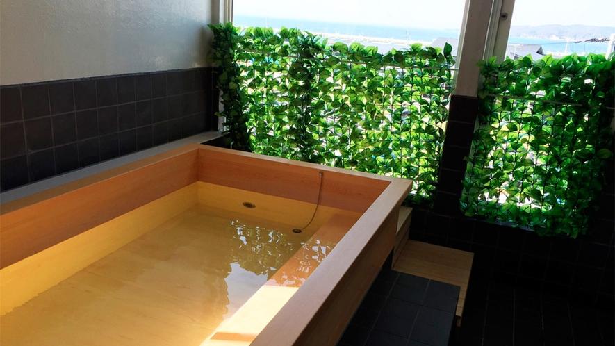 *お風呂/海も眺められる気持ちの良いお風呂は、男女別に1ヶ所ずつ。