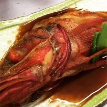 *夕食一例/鮮魚の煮付け料理。旨味の浸み込んだ煮付けも最高。