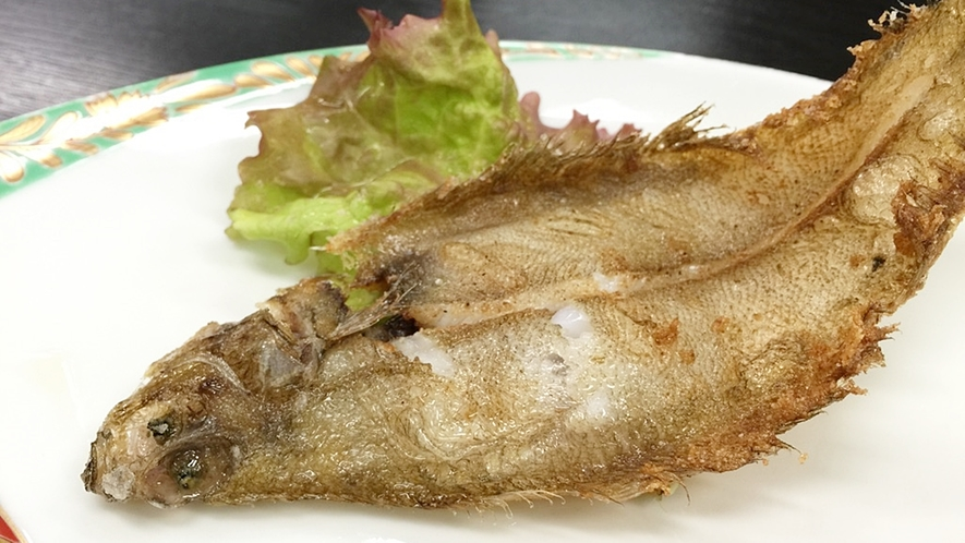 *夕食一例/鮮魚の素揚げ料理。季節ごとに旬のお魚をお楽しみいただけます。