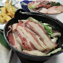 *夕食一例/お席についてからご自分であたためるお鍋をご用意しています。