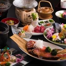 ご夕食一例。金目鯛の姿煮や伊東港水揚げの活き造りなど