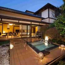 庭園露天風呂付客室をお庭から眺める(写真は「こうづ」)