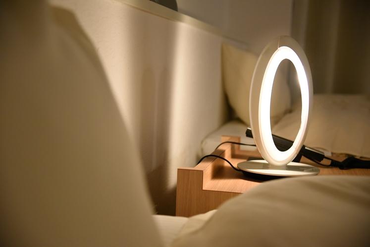 枕元の光のアクセントでリラックス