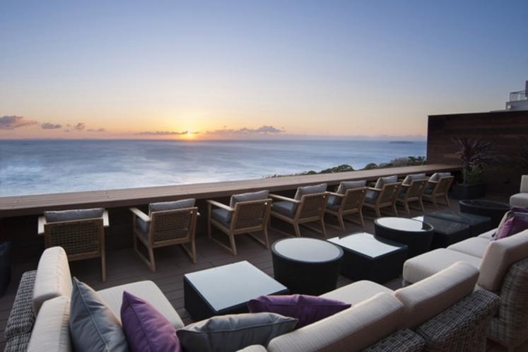 オープンエア 紺碧テラス からの朝陽