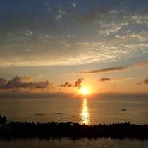 日本海に沈む夕陽の美しさは越前海岸ならでは!