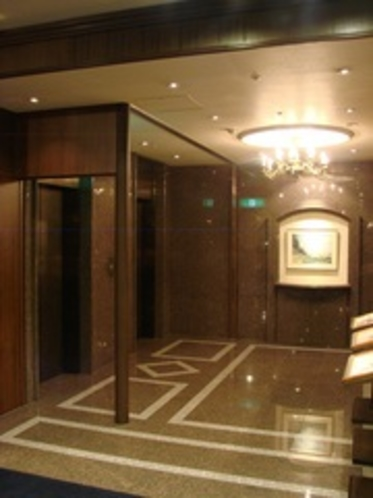 1Fエレベーターホール 撮影日2011/7/1