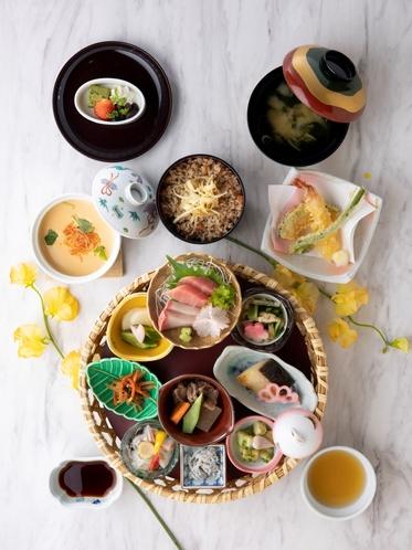 日本料理「漁火」春の籠ランチ