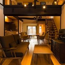 客室行雲 町家をリノベーションした吹き抜けリビングがある落ち着いた和室