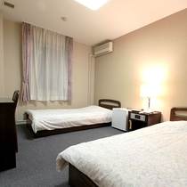 *【部屋/洋室】一人旅、カップル、ご夫婦などにピッタリのツインルームです。