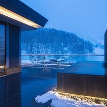 【ペントハウスC】スキーを楽しんだ後にはぜひ絶景露天風呂で身体を癒してください。