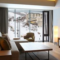 【2ベッドルームB リゾートビュー】冬はスキー場を一望。リゾート気分を盛り上げてくれるお部屋です。