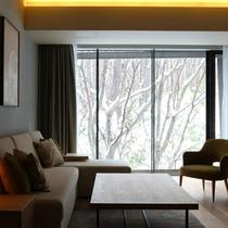 【2ベッドルームA フォレストビュー】大きな窓の向こうには一面の雪景色。