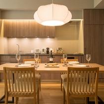 【2ベッドルームA フォレストビュー】キッチン完備。ニセコの地元食材を楽しんでみてはいかがでしょうか