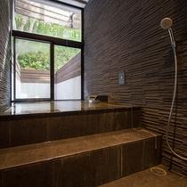 【レジデンスA】天然温泉をかけ流しでお楽しみ頂けるプライベート温泉付き。