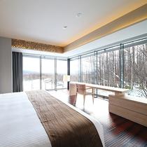 【3ベッドルーム 羊蹄ビュー】羊蹄山と森林側に面したメインベッドルーム。