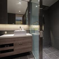 【2ベッドルームB リゾートビュー】お部屋内の浴室はバスタブタイプとシャワータイプの2つ。