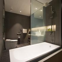 【2ベッドルームA フォレストビュー】浴室はお部屋内に2つ備えております。