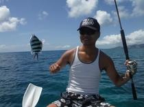 恩納村名嘉真の海で釣り体験