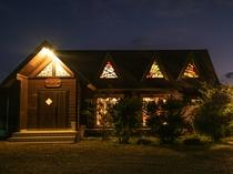 レストラン、夜の外観
