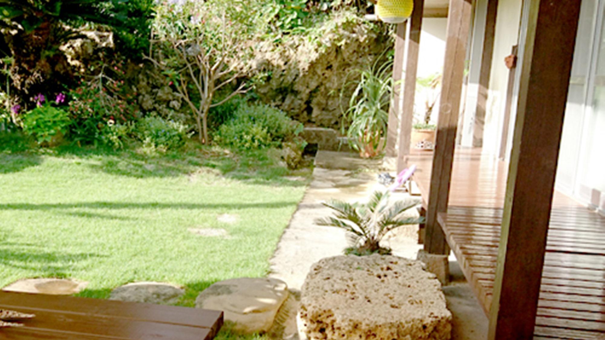 *縁側に座って、沖縄の風を感じて