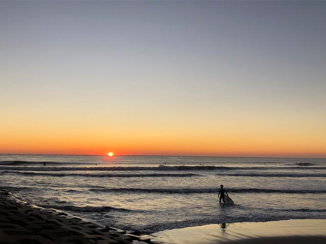 日の出サーフィン