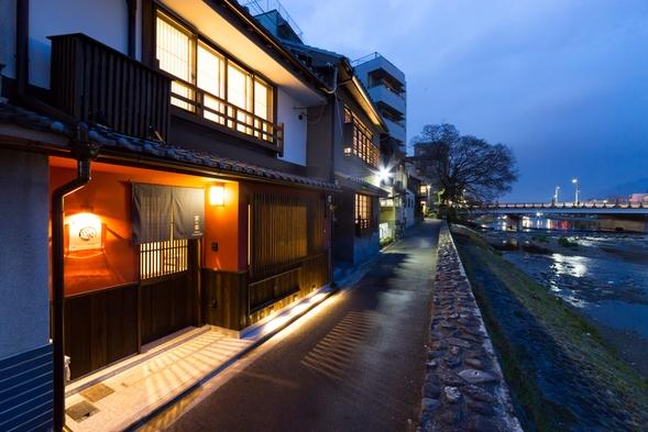 京町家に泊まる!鴨川を望むプライベート京町家でゆったりおすごしいただけます。