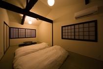 二階和室夜