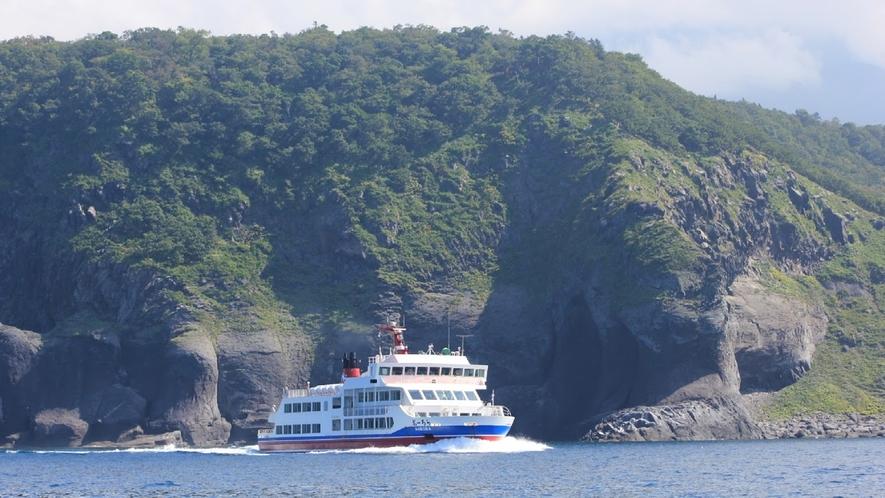 ♦知床観光船おーろら♦ 例年4月頃から10月頃迄運航しております。 ※当館より車で約1時間30分。