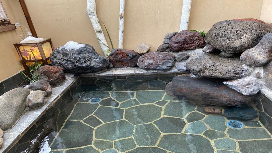 ◆女性大浴場【露天風呂】◆ (湯温42℃~43℃)