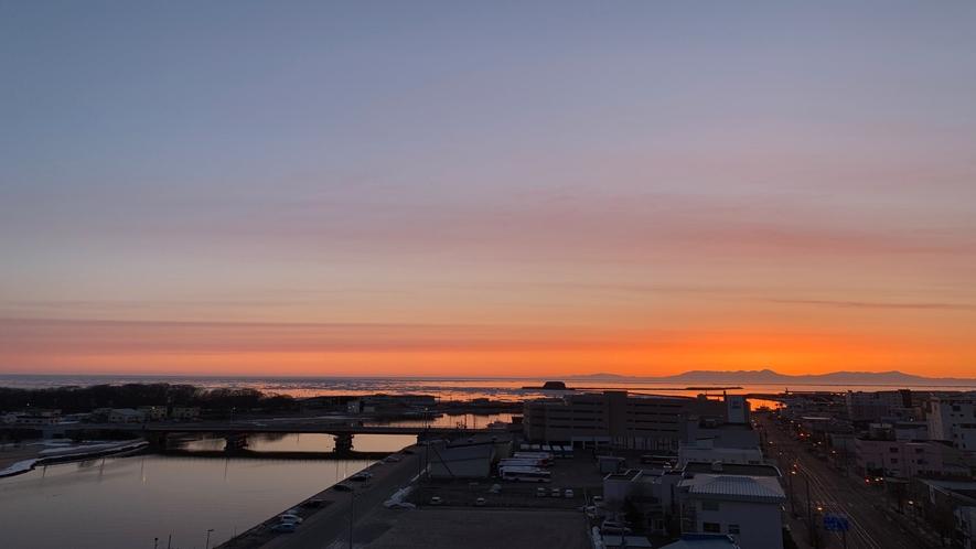 ◆露天風呂眺望◆ 網走川・オホーツク海・知床連山が一望できます。朝方の眺望がスタッフ一押し!!