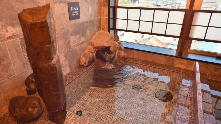 ◆男性大浴場【水風呂】◆ (水温16℃~18℃)