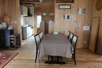 ちゅうり棟。食卓テーブル (団らんの場所)
