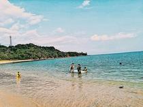 スナドゥンから車で5分。カンナビーチ。気軽で来れる透明度。夏は、ハブクラゲネットも対応。海水浴◎