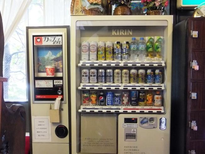 1階に自動販売機がございます!小腹が空いた時はカップラーメンも♪