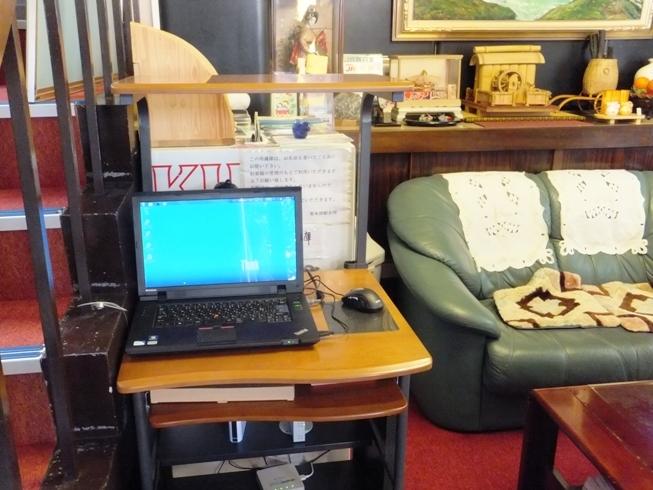 1階ロビーにノートパソコンを設置しております!観光情報や交通情報はこちらでご確認下さい♪