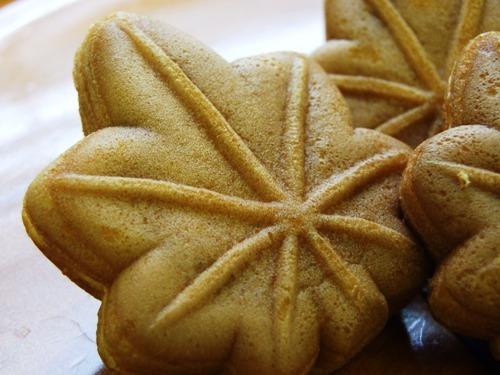 【もみじ饅頭】基本的に餡はこしあんだがチーズやチョコレートなど、あんの種類も増えました。