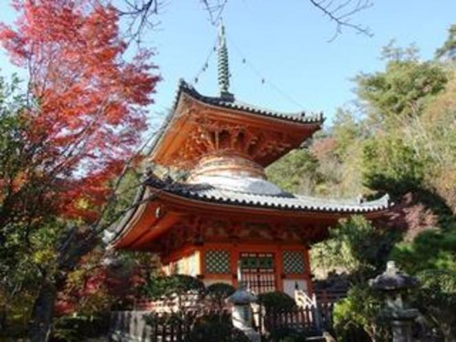 【三滝寺】境内には寺名の由来となった3つの滝があります。