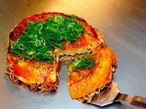 【お好み焼き】キャベツたっぷりの広島風お好み焼きはヘルシーで飽きのこない味です!
