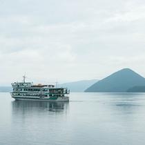 **洞爺湖に浮かぶ大小4つの島のうち大島ではトレッキングも可能。エゾジカに出会えるかも!?