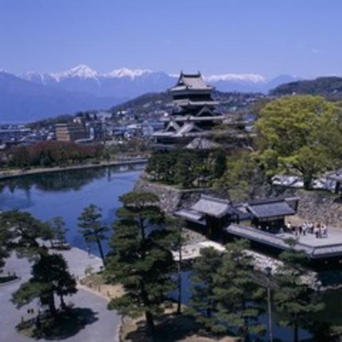 【松本城】国宝松本城と北アルプス