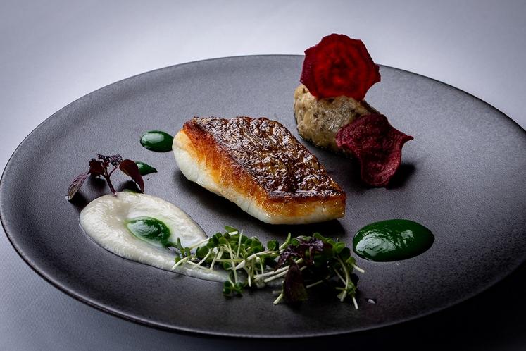 秋のI;cazaコース魚料理イメージ
