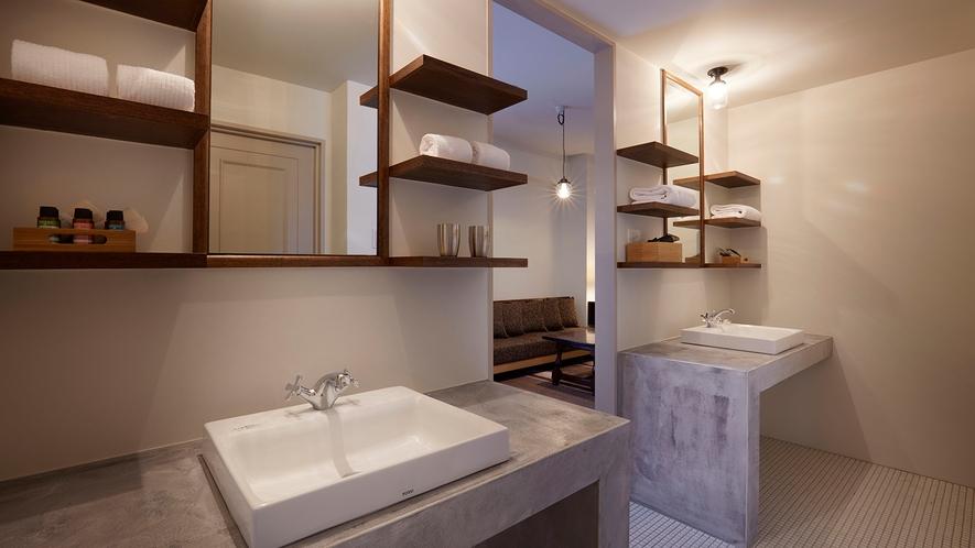旧館スイートルームの広々とした洗面