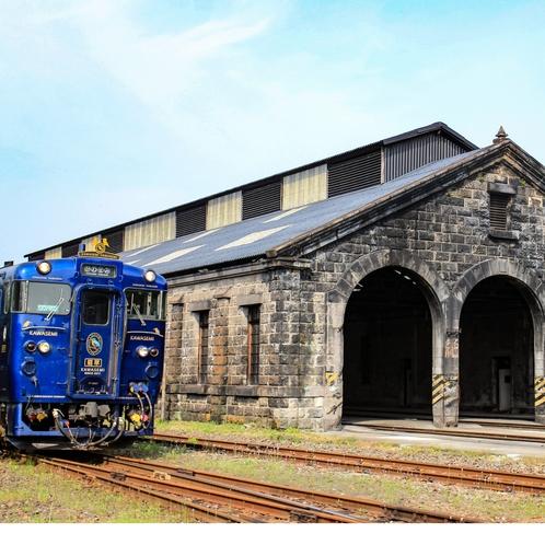 人吉駅 格納庫と列車