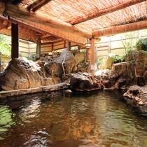 【温泉_女湯】炭酸イオンをたっぷりと含んだお湯は、「美人の湯」として、皆さまに親しまれています。