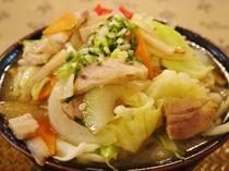 【料理】野菜たっぷりの『肉そば』。ボリューム満点でお腹いっぱい!