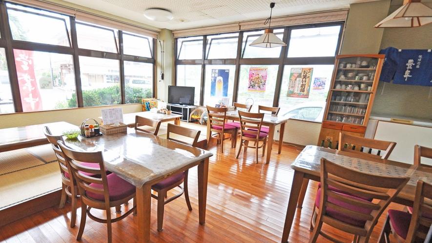 【館内】まるよし食堂。郷土料理や名物カレーなど豊富なメニューをお楽しみ下さい♪