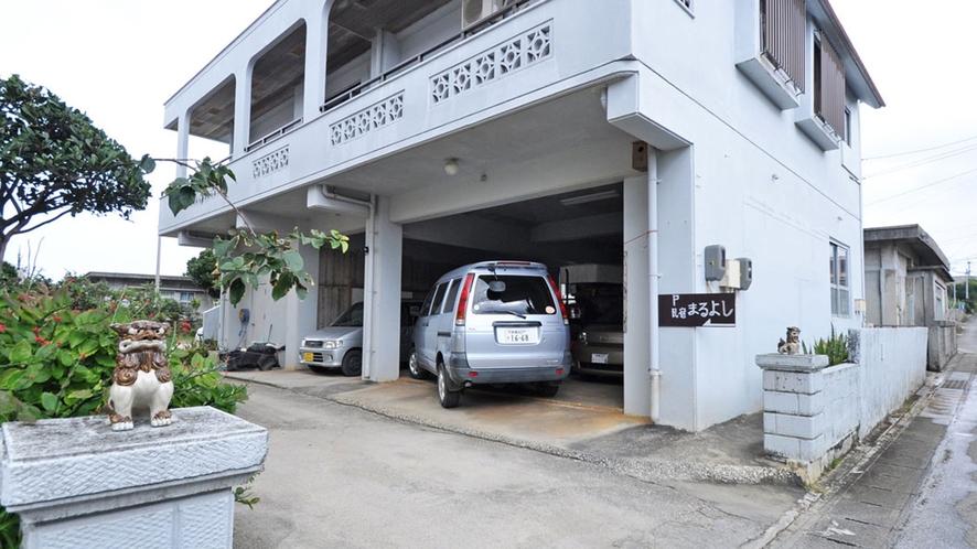 【施設】まるよし駐車場。2頭のシーサーがお出迎え♪